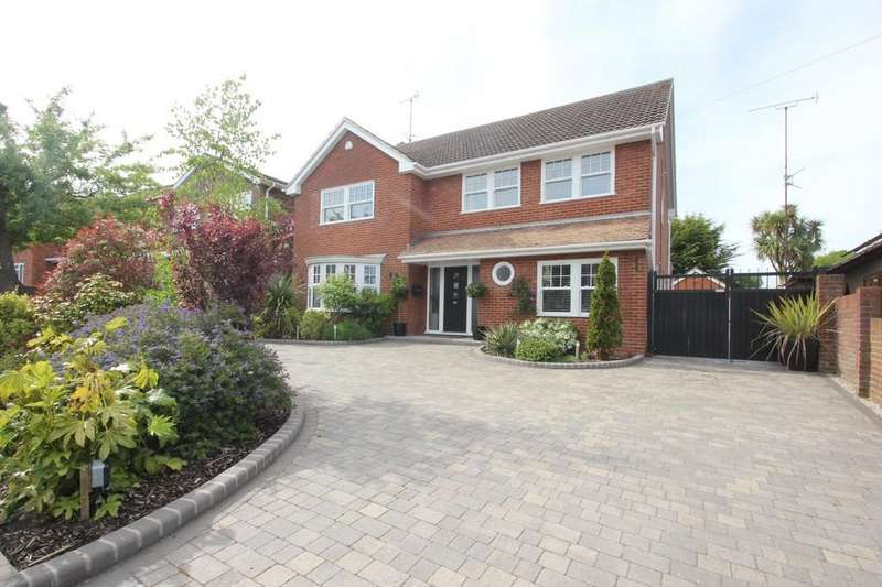 4 Bedrooms Detached House for sale in York Road, Ashingdon