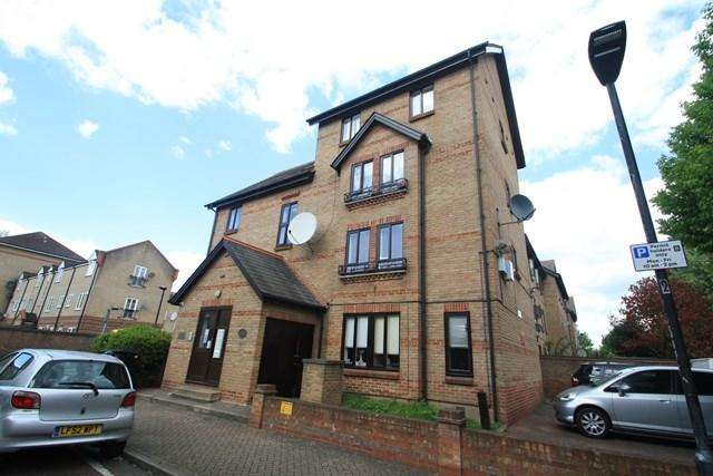 2 Bedrooms Apartment Flat for sale in Hallywell Crescent, Beckton, London, E6