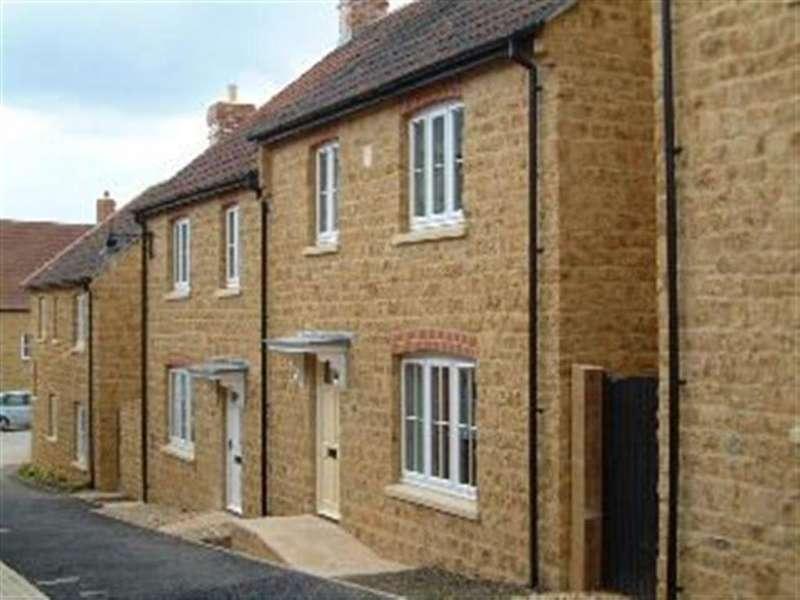 3 Bedrooms Semi Detached House for rent in Miller Way, Sherborne, Dorset