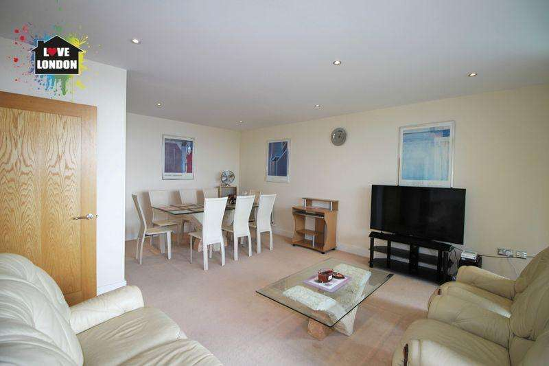 3 Bedrooms Apartment Flat for sale in Wards Wharf Approach, London