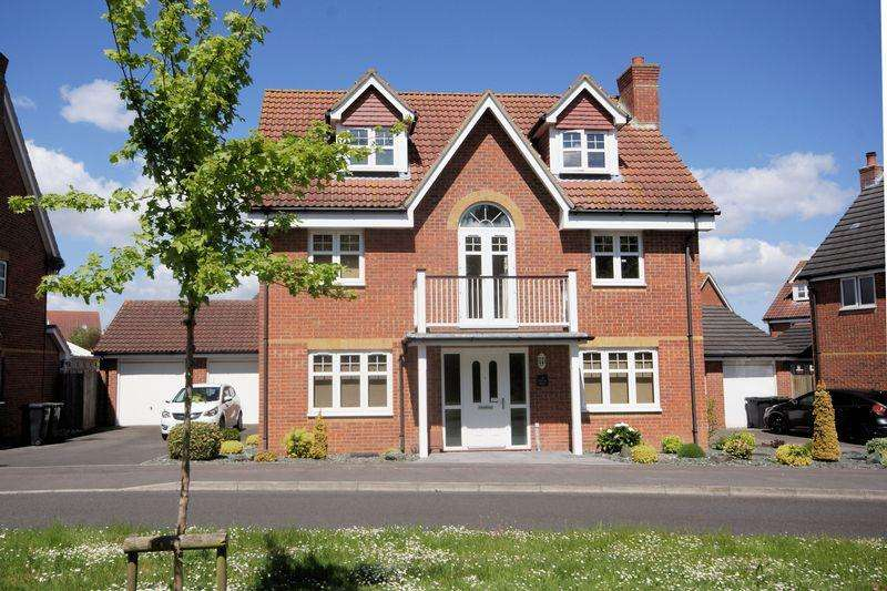 5 Bedrooms Detached House for sale in Proctor Drive, Lee-On-The-Solent, PO13
