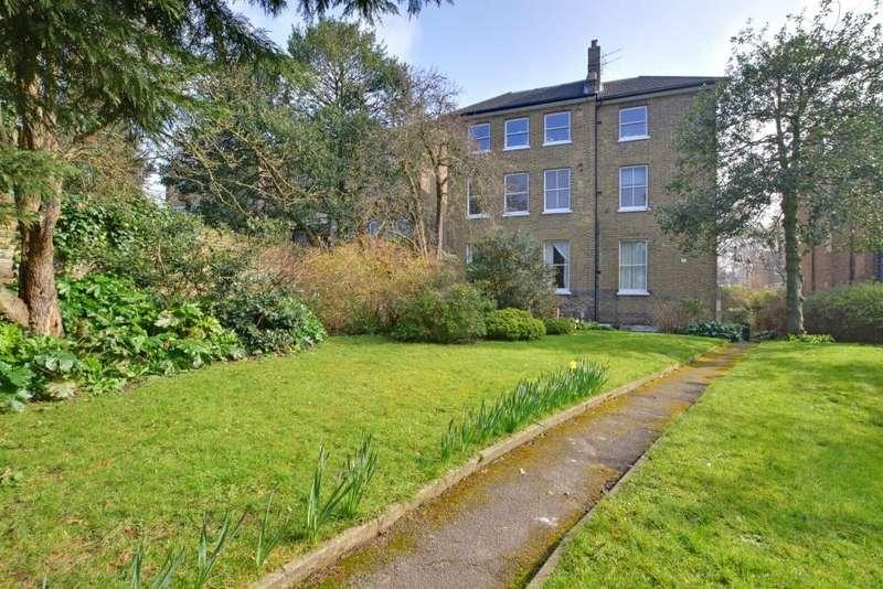 2 Bedrooms Flat for sale in Lewisham Hill, Lewisham, London, SE13