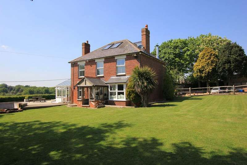 4 Bedrooms Detached House for sale in Country House in 1 acre!