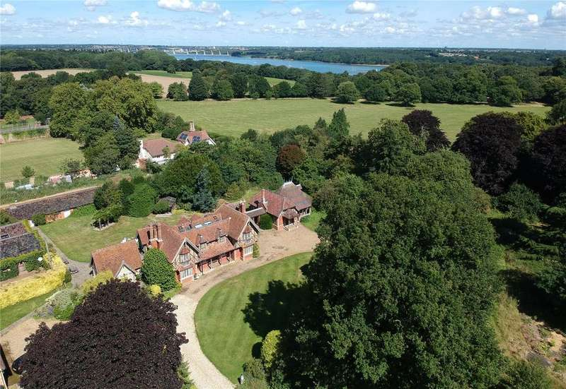 6 Bedrooms Detached House for sale in Woolverstone, Nr Ipswich, Suffolk, IP9