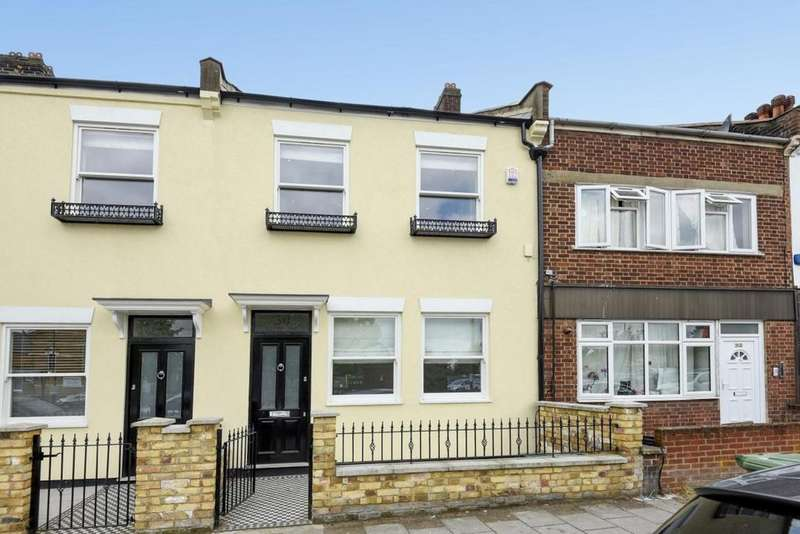 4 Bedrooms Terraced House for sale in Station Road, Penge