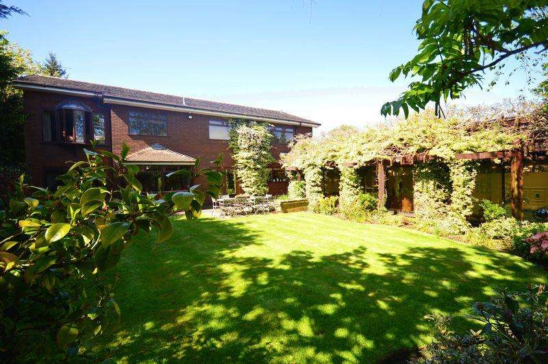 5 Bedrooms Detached House for sale in New Mill Stile, Woolton