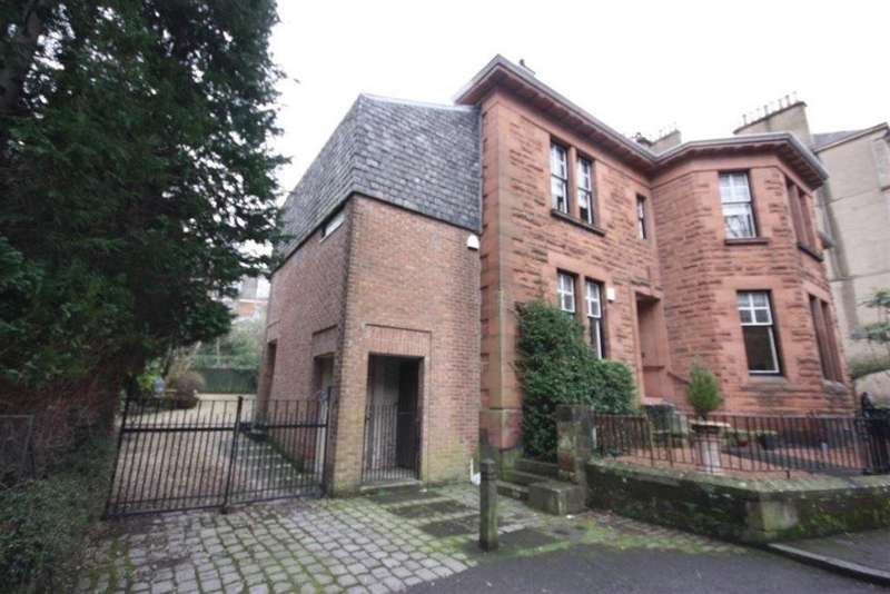 3 Bedrooms Flat for rent in Crown Terrace, Glasgow