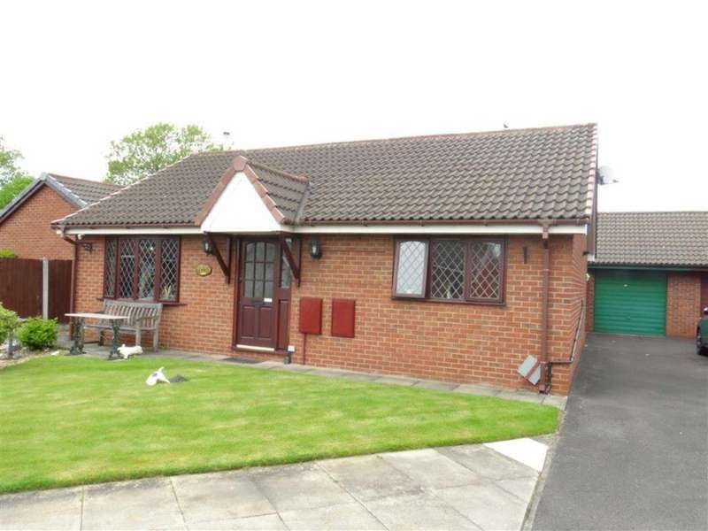 2 Bedrooms Detached Bungalow for sale in Swallowfield, Leigh