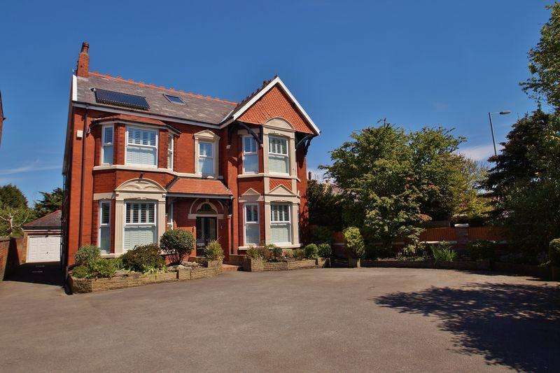4 Bedrooms Detached House for sale in Scarisbrick New Road, Southport