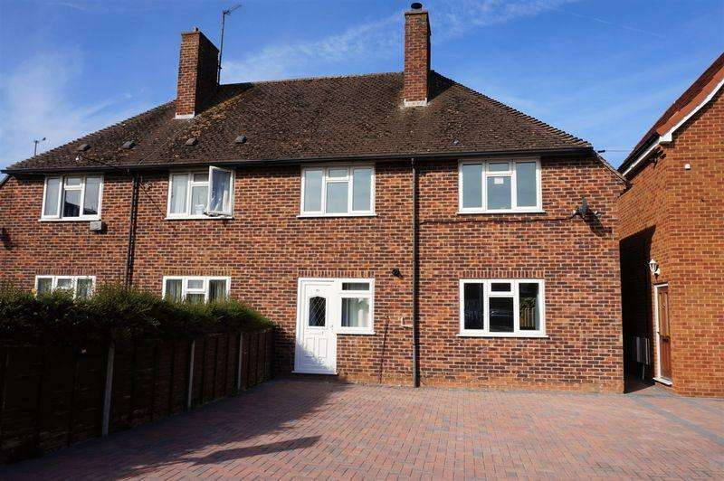 3 Bedrooms Semi Detached House for sale in Hawthorn Road, Newbury