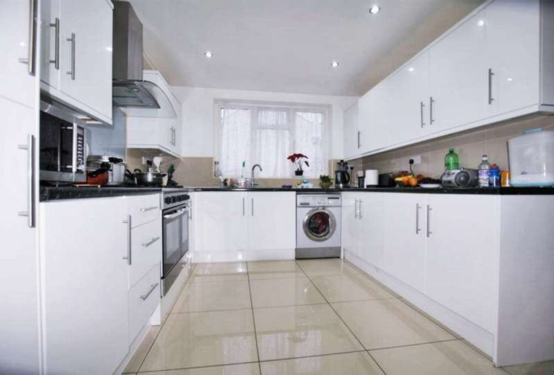 5 Bedrooms House for sale in Whalebone Grove, Chadwell Heath, RM6