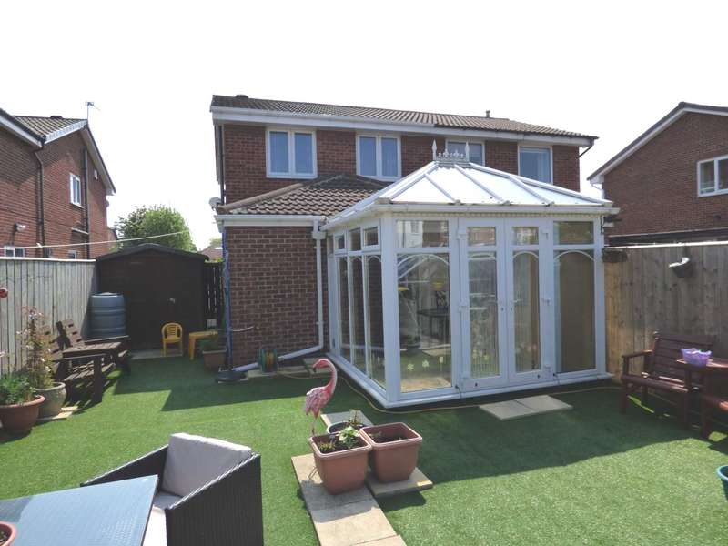 2 Bedrooms Semi Detached House for sale in The Furlongs, Redcar