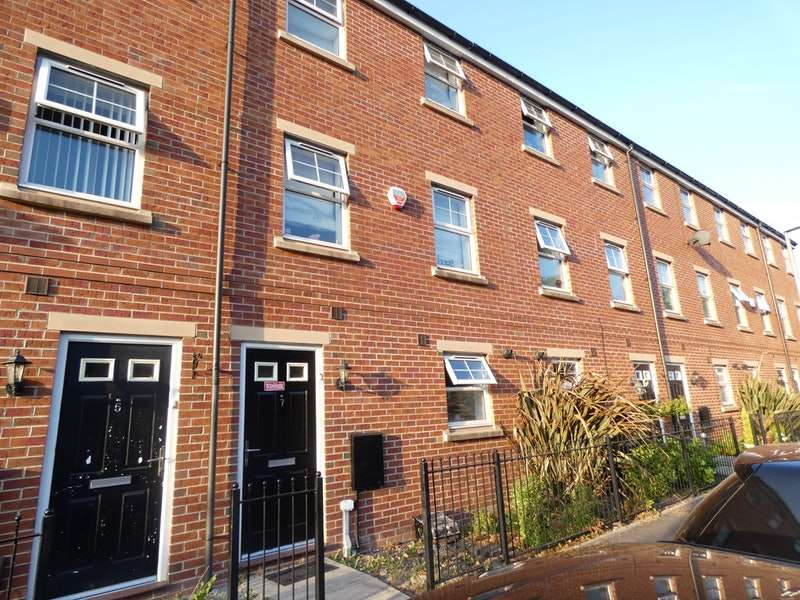 4 Bedrooms Terraced House for sale in Bowfell, Manchester, Greater Manchester, M28