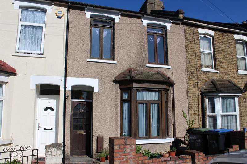 3 Bedrooms Terraced House for sale in Wellington Avenue, London N9