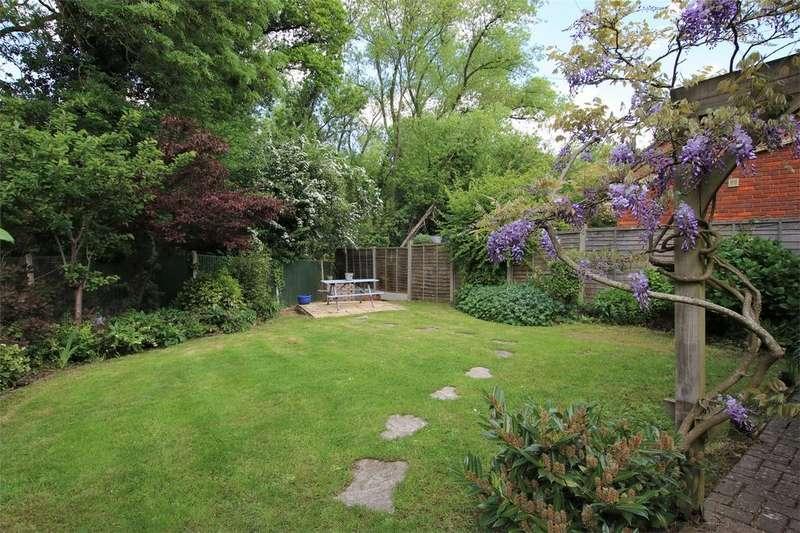 4 Bedrooms Detached House for sale in Montague Close, WOKINGHAM, Berkshire