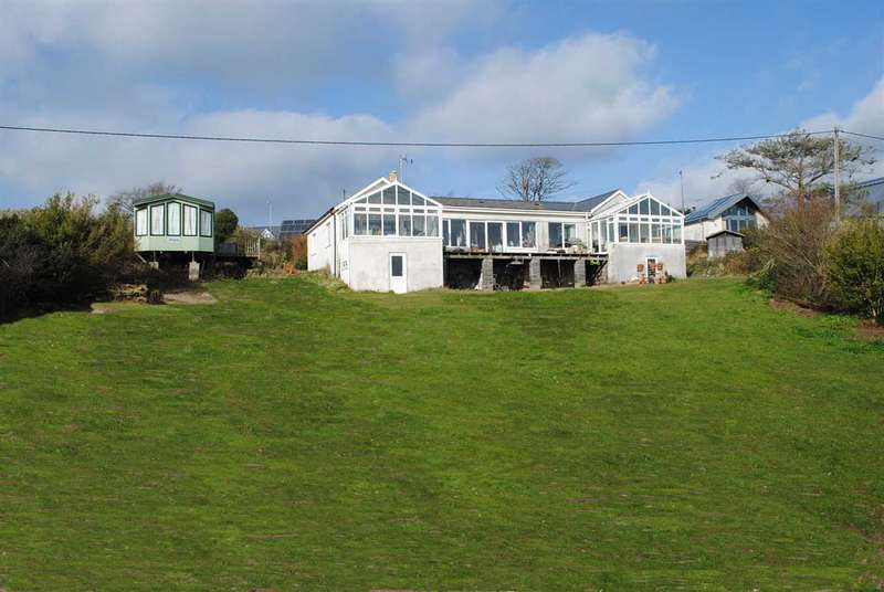 4 Bedrooms Detached Bungalow for sale in BRACKENBANK, FRESHWATER EAST