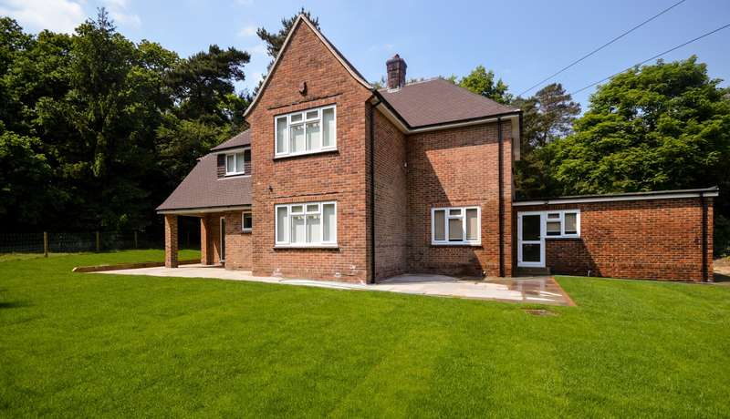 4 Bedrooms Detached House for rent in Church Lane, Coldwaltham, RH20