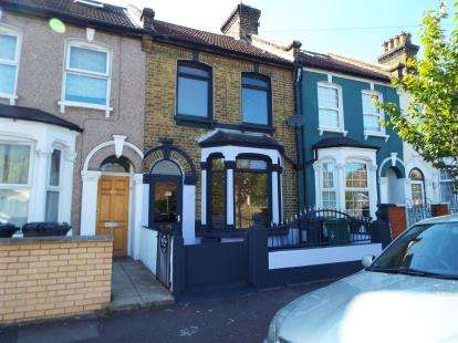 3 Bedrooms Terraced House for sale in Stratford, London
