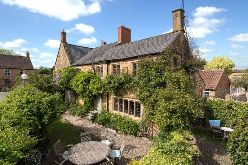 4 Bedrooms Semi Detached House for sale in Church Street, Martock, Somerset, TA12