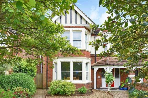 4 Bedrooms Semi Detached House for sale in Goldington Road, Bedford