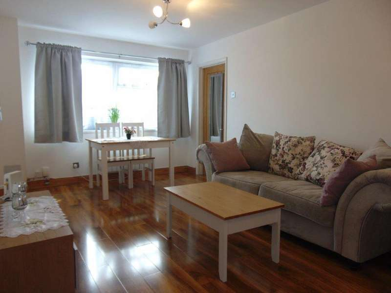 1 Bedroom Ground Flat for sale in Deacon Road