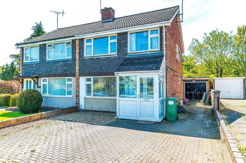 3 Bedrooms Semi Detached House for sale in Roche Gardens, Milton Keynes