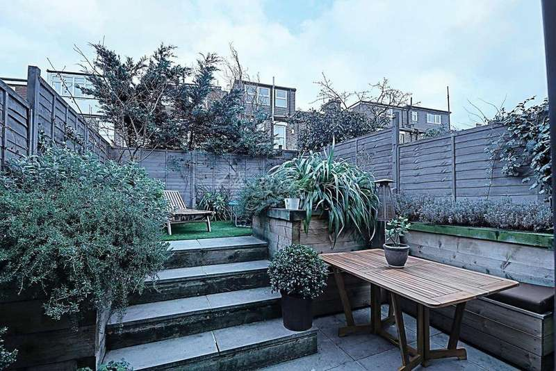 4 Bedrooms Terraced House for sale in Hopedale Road, Charlton, SE7