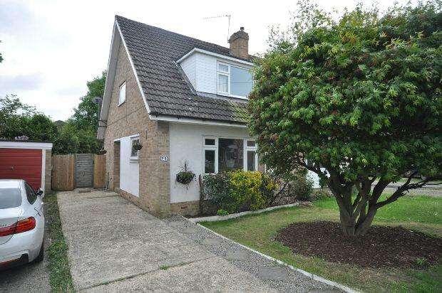 3 Bedrooms Semi Detached House for sale in Hazel Drive, Woodley, Reading,
