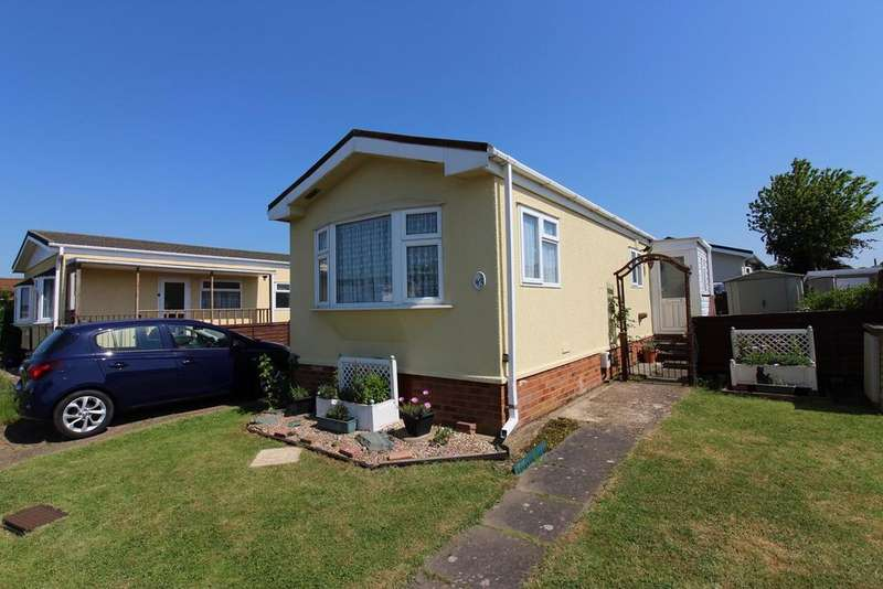 1 Bedroom Park Home Mobile Home for sale in Park Road, Briar Bank Park, Wilstead, MK45