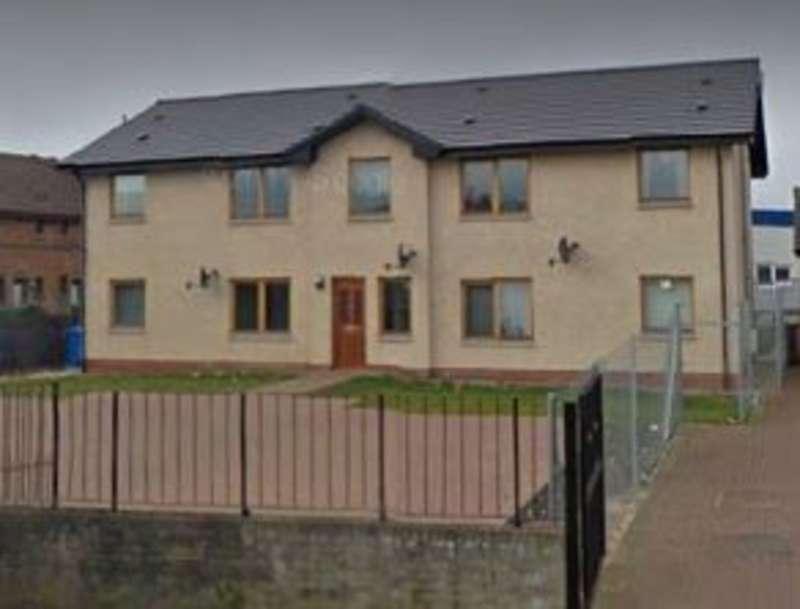 2 Bedrooms Flat for rent in Rowan Street, Blackburn EH47