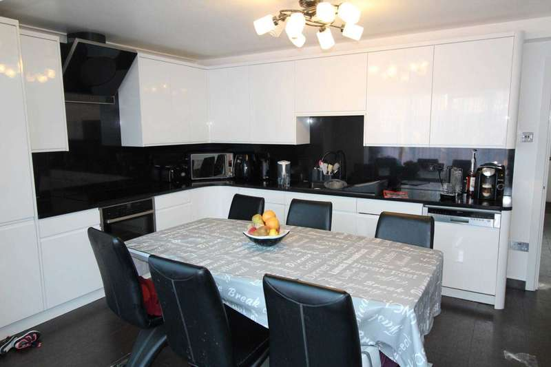 3 Bedrooms House for sale in Renfrew Close, London, E6 5PG