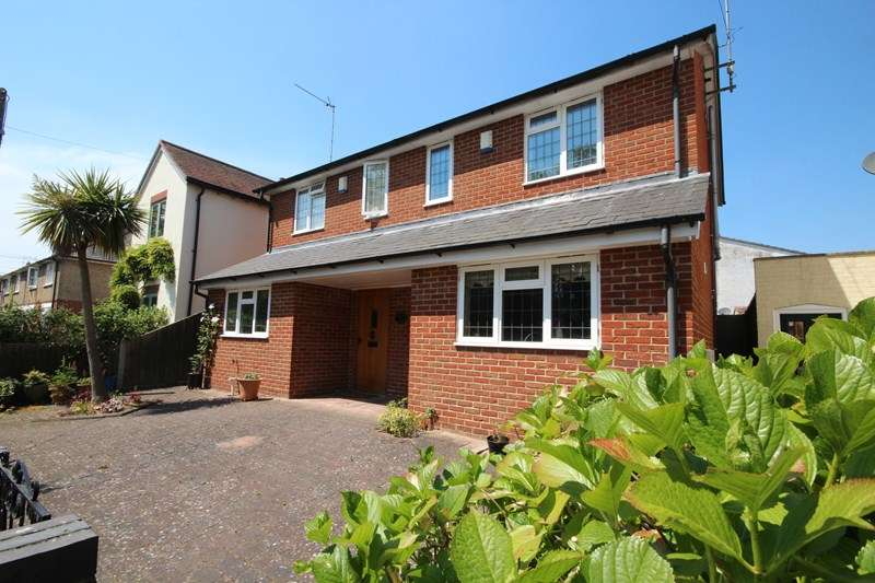 2 Bedrooms Semi Detached House for sale in Kingsburys Lane, Ringwood