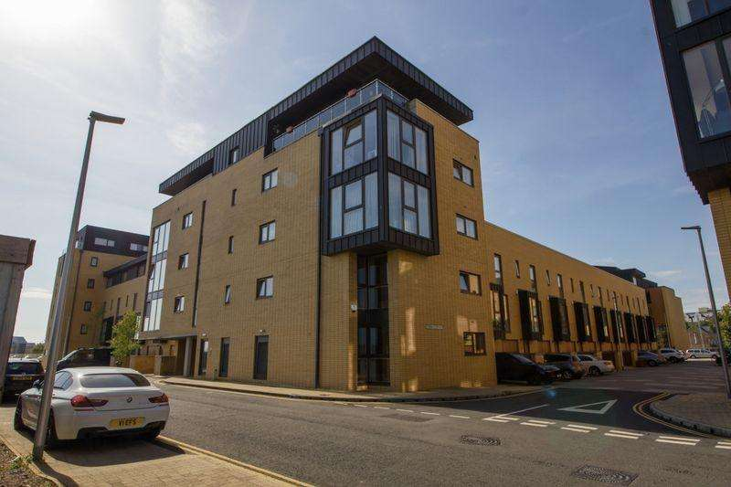2 Bedrooms Apartment Flat for sale in Empire Way, Cardiff