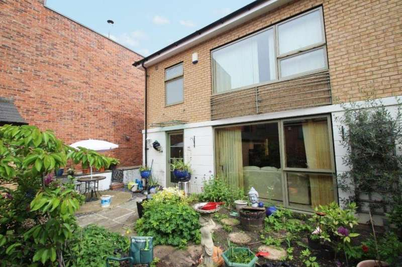 3 Bedrooms Detached House for sale in SUMMERHOUSE MEWS, YORK, YO30 7ED