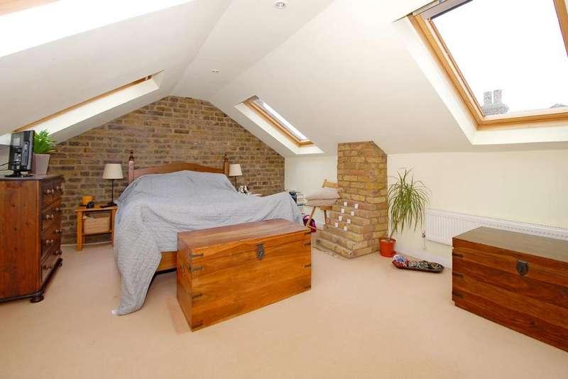 3 Bedrooms Maisonette Flat for sale in Burns Road, Battersea