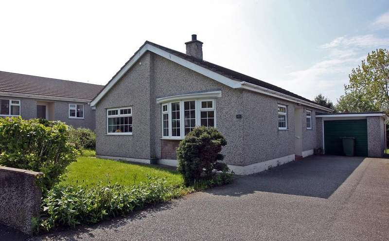3 Bedrooms Detached Bungalow for sale in Penysarn Fawr Estate, Penysarn, North Wales