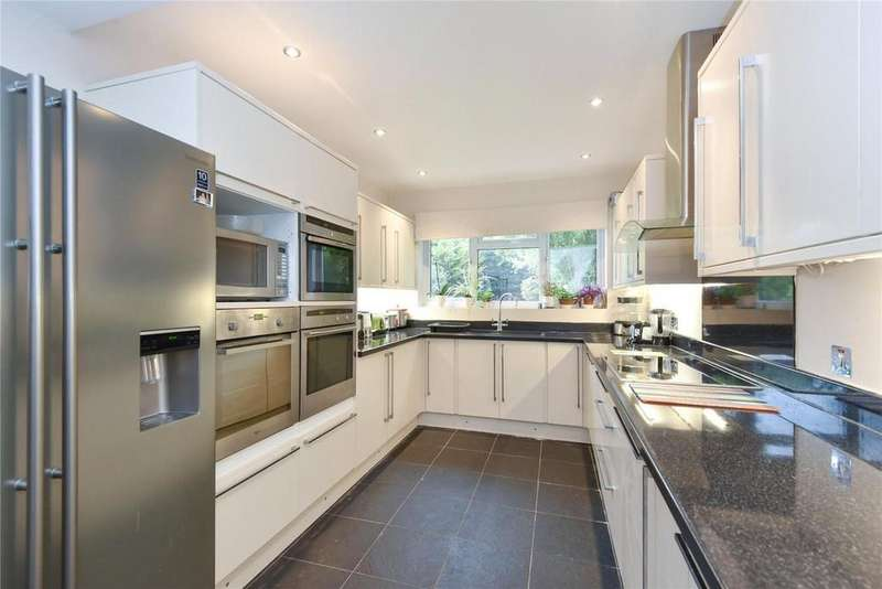 3 Bedrooms Detached House for sale in Crouch Croft, Eltham