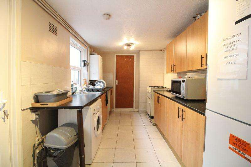 3 Bedrooms Terraced House for sale in Traditional Chain Free Property on Frederick Street, Luton