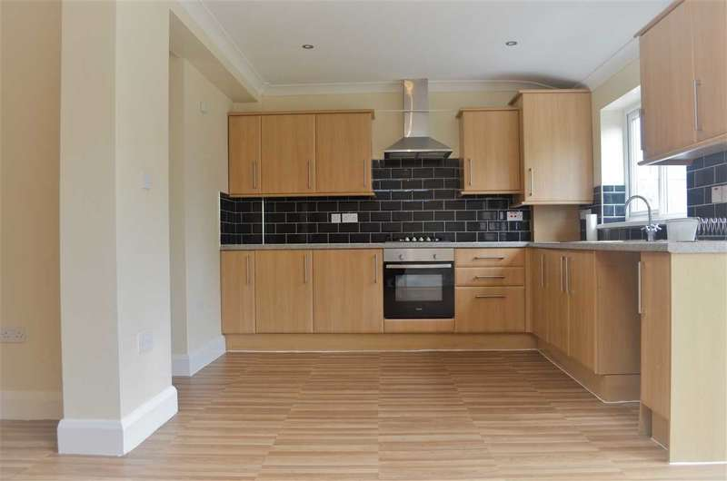 4 Bedrooms Terraced House for rent in Beattyville Gardens, Barkingside, Ilford