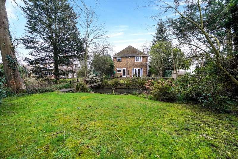 3 Bedrooms Detached House for sale in Addlestone Road, Addlestone, Surrey, KT15