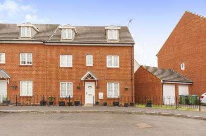 4 Bedrooms Semi Detached House for sale in Foskett Way, Aylesbury, Bucks, England