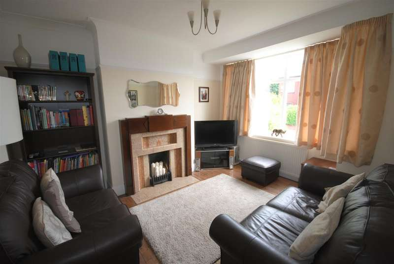 3 Bedrooms Semi Detached House for sale in Swinley Street, Swinley, Wigan