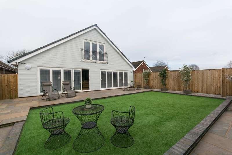 2 Bedrooms Detached Bungalow for sale in Downham Way, Blackwoods, Woolton, Liverpool, L25