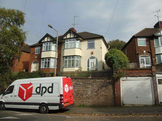 3 Bedrooms Semi Detached House for sale in Large 3 Bed house Round green LU2 0LE