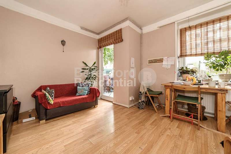 2 Bedrooms Flat for sale in Saunders House, Tulse Hill, SW2