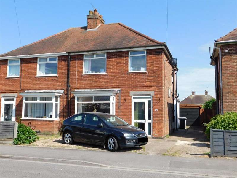 3 Bedrooms Semi Detached House for sale in Lyndhurst Avenue, Skegness, Lincs, PE25 2QD