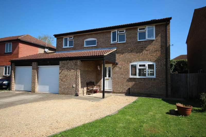 4 Bedrooms Detached House for sale in The Fairway, Maidenhead