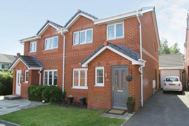 3 Bedrooms Semi Detached House for sale in Weavermill Park Ashton In Makerfield Wigan