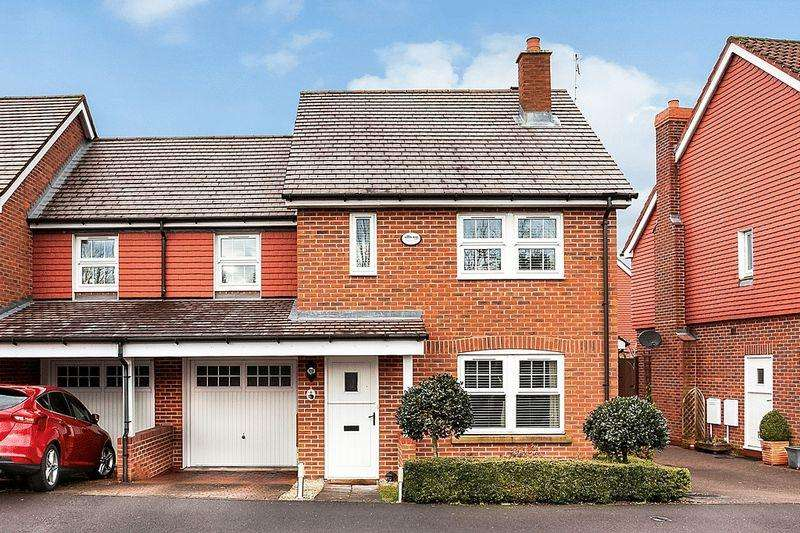 3 Bedrooms Semi Detached House for sale in Biggs Way, Congleton