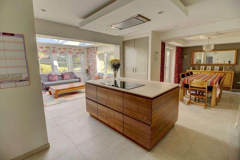 5 Bedrooms Property for sale in Meadow Lane, Slaithwaite. Huddersfield